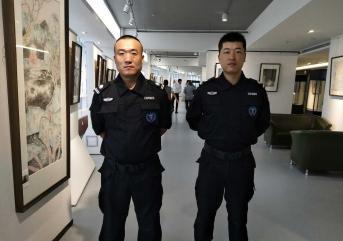 """保安步入老龄化""""大爷保安受欢迎"""""""